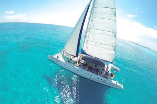 Isla Mujeres in Catamaran from Cancun